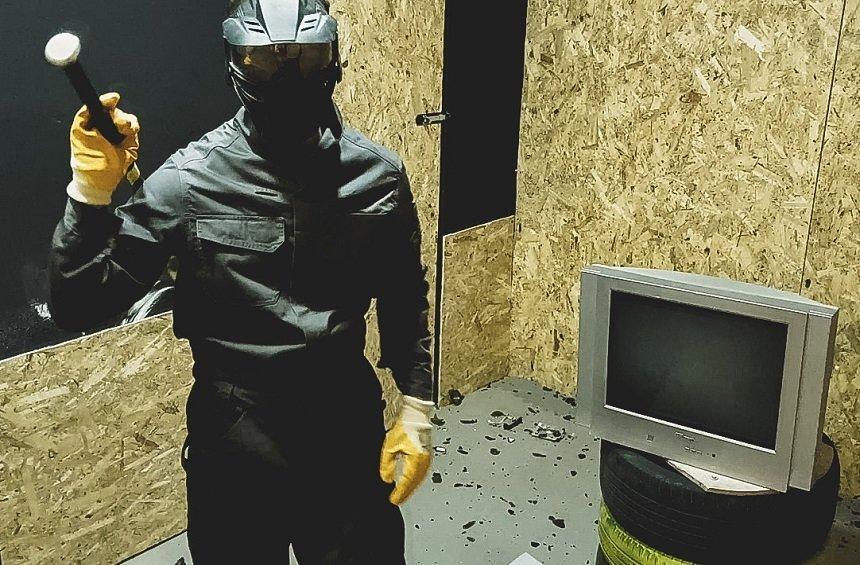 OPENING: Η Λεμεσός απέκτησε ένα δωμάτιο για να τα σπας, όταν έχεις νεύρα!