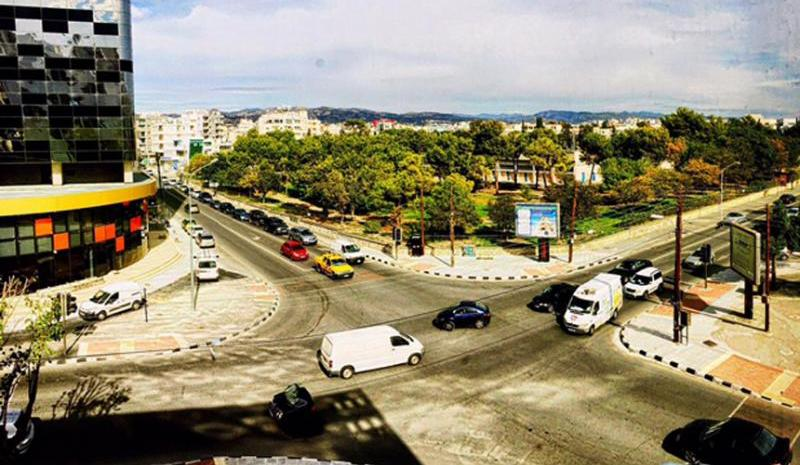Allaboutlimassol com - The names of the main avenue's traffic lights