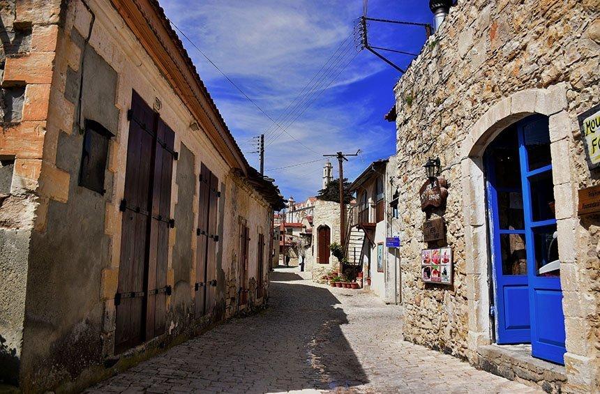 Ο κεντρικός δρόμος του χωριού