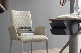 Kosmos – Coming both as a chair or as a small armchair, with or without armrests