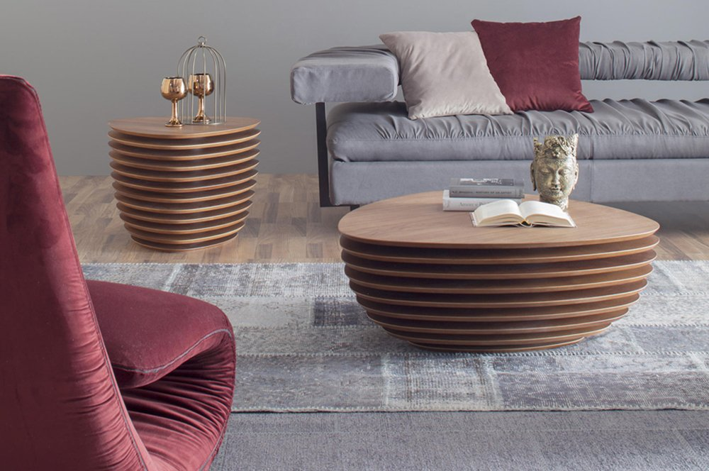 A coffee-table or a side-table, whose wooden tops capture your attention, as if they were moving! Now in store