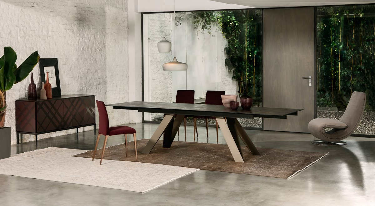Celtis, a new dining table in our collection! When combined with the various tops, it creates lively and luxurious effects!