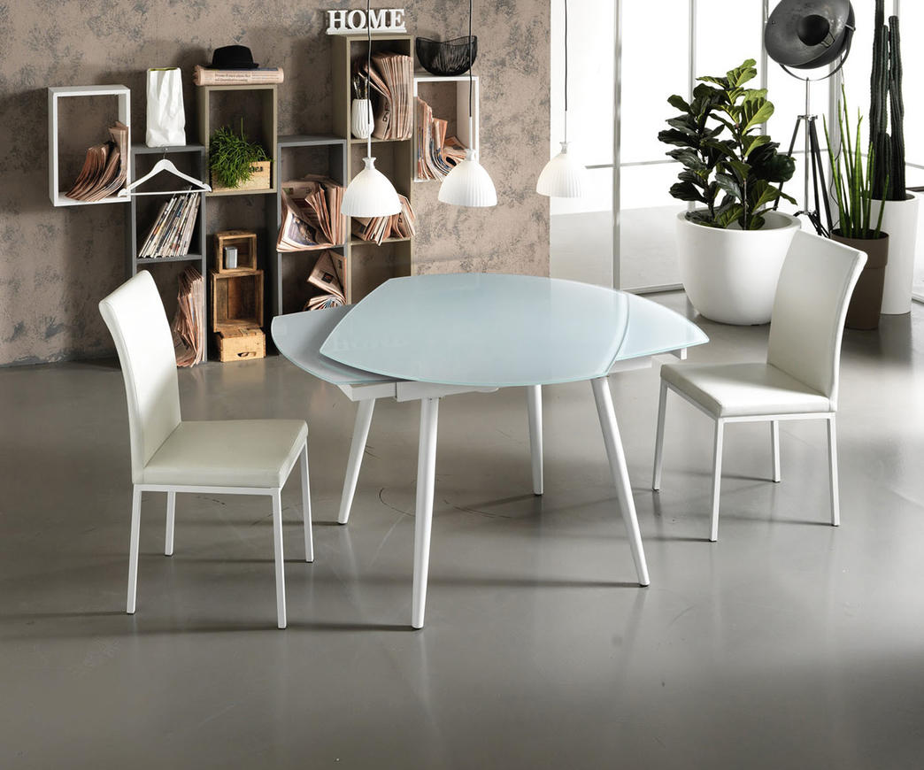 Elegant and refined extendable glass table retains the same outstanding rotating opening mechanism!
