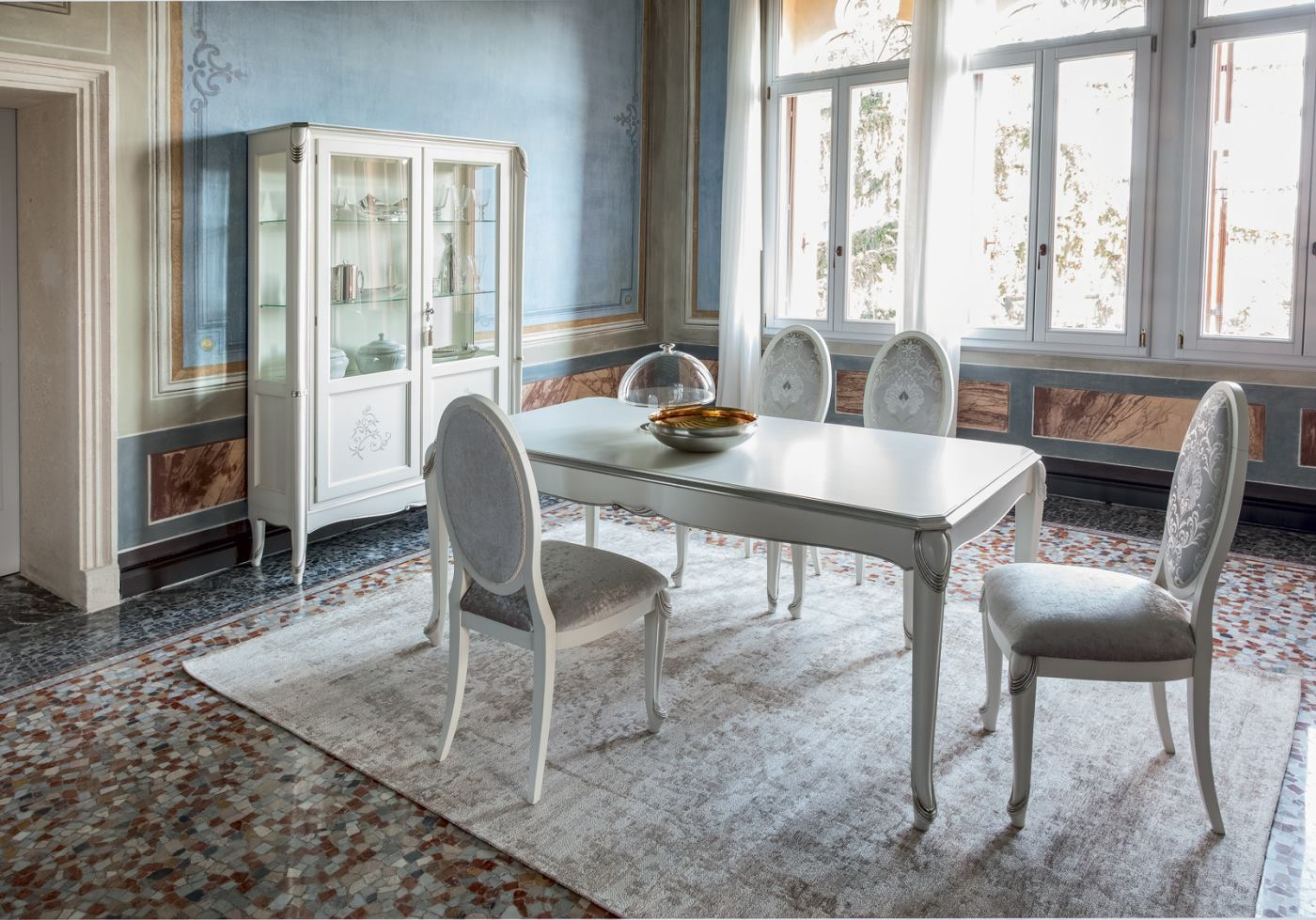 An elegant and refined table by Tonin Casa!