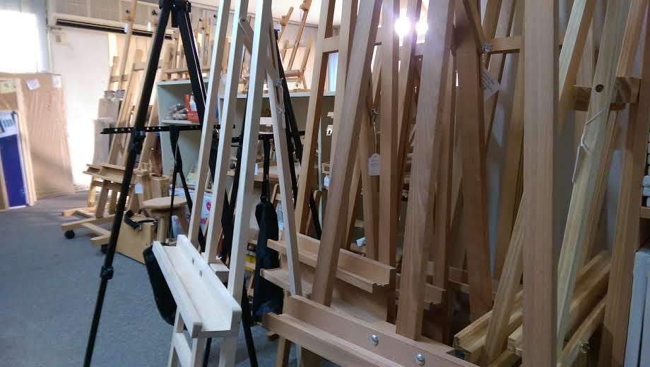 New arrival! Easels and wooden boxes