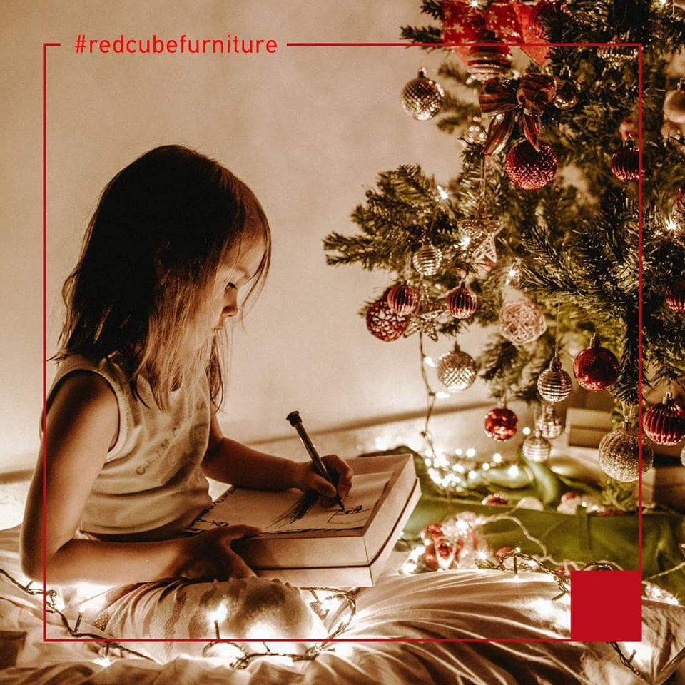 Precious Χmas moments with Red Cube Furniture!