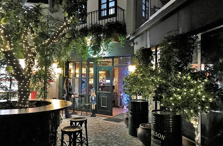 Sherlock's Home Bar: A garden for all seasons for food and drinks in the center of town!