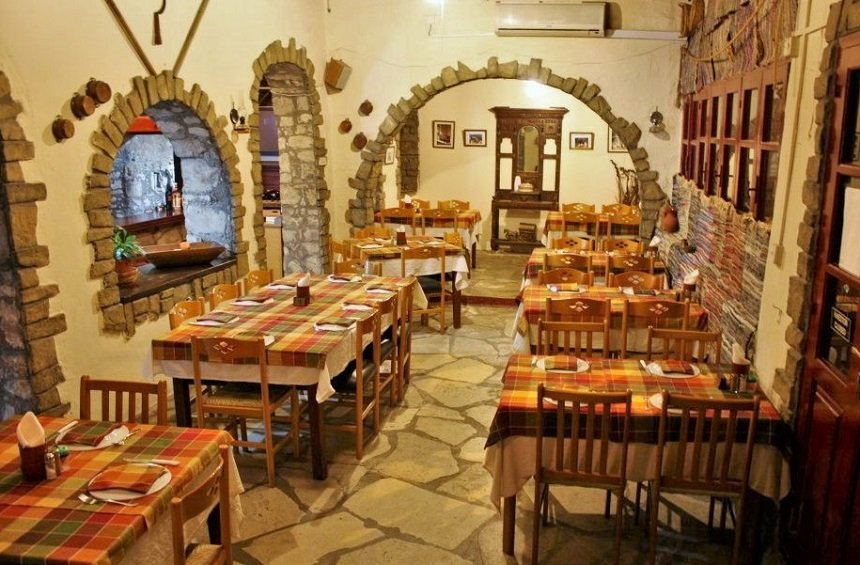 'Kapilio' tavern: A warm place, with a totally traditional atmosphere!