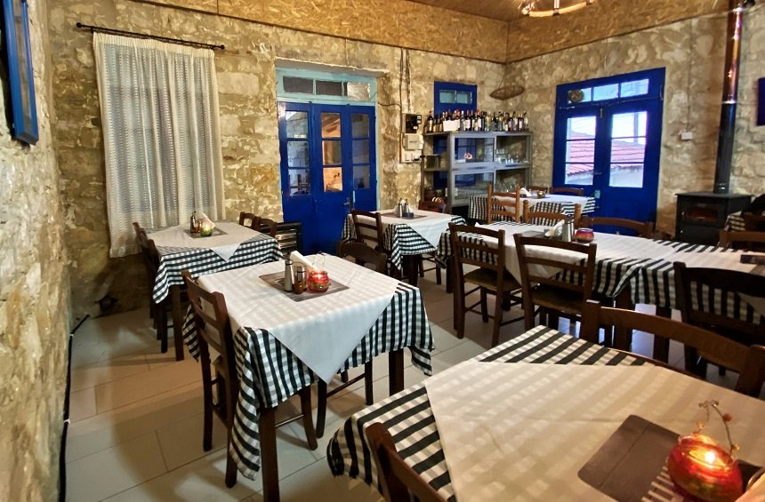 Afames tavern: A beautiful tavern in Vouni, just a few steps from the square!
