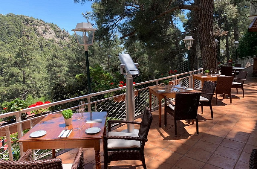 Veranda Restaurant: The restaurant with a unique view of the pine forest of Platres!