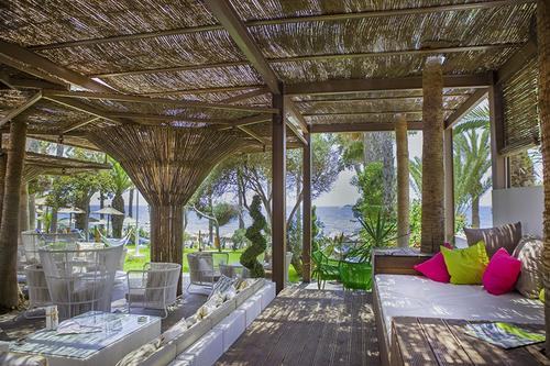 Aloha Leisure Bar: A café - bar that feels like a Hawaiian hut, right next to the Limassol sea!