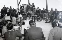 Entertainment in good company with drinks by the sea was becoming a favorite option for people in Limassol from back then (Photo: Anna Marangou, Lemesou Mnimes).