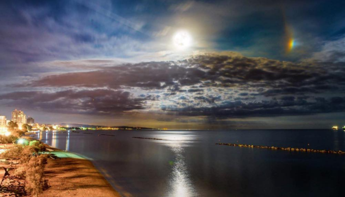 This is how Limassol saw the super moon (photos)