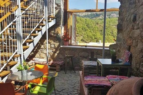 4873: A special space in the Limassol mountains for brunch with impressive views!