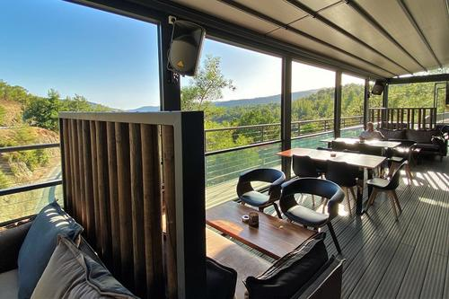Costas Café – Bar: A hangout in the Limassol mountains for food and drinks with a stunning view!