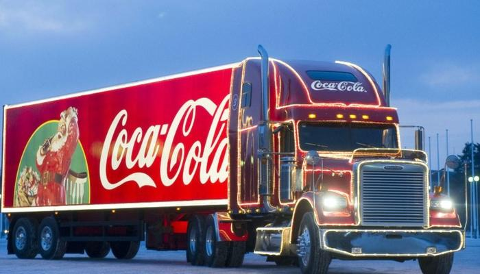 Santa Claus arrives to Limassol in the Christmas Coca-Cola truck!
