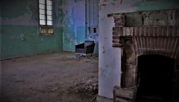 VIDEO: The deserted Asbestos hospital, where time has frozen…