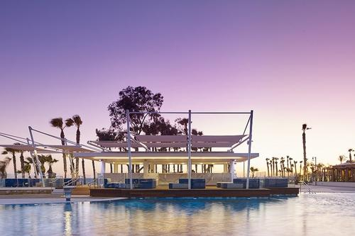 Vithos Pool Bar: An impressive pool bar in Limassol with a view of the sunset!