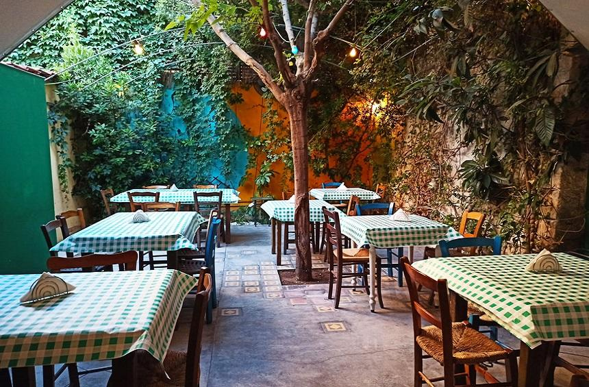 21 taverns with a yard in Limassol, to enjoy tradition out in the open!