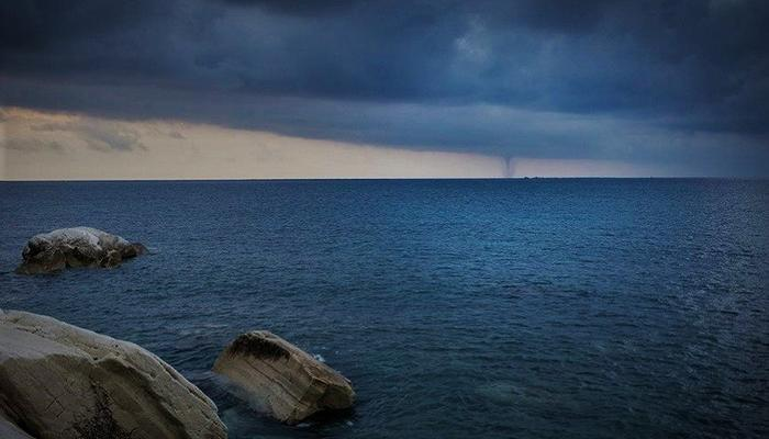 VIDEO: A tornado at the Limassol sea, early in the morning, a stormy omen!