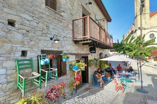 Ambelos: A welcoming, picturesque little coffee shop in the Limassol mountains worth a visit!