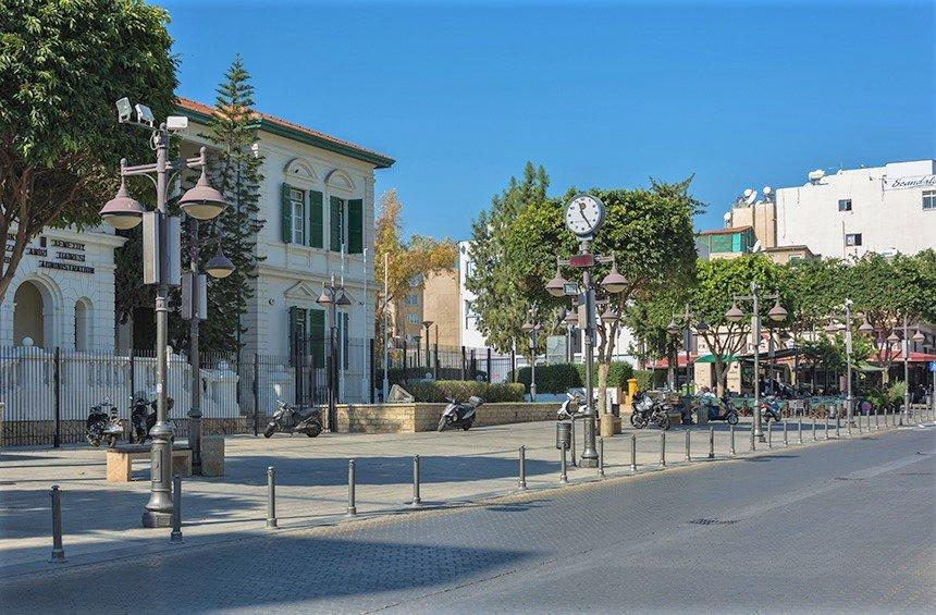 What was Anexartisias Street in Limassol called, before the independence of Cyprus?