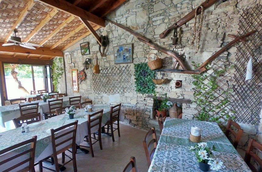 Palati tavern: A traditional little tavern with an artisan cook, in the Limassol mountains!