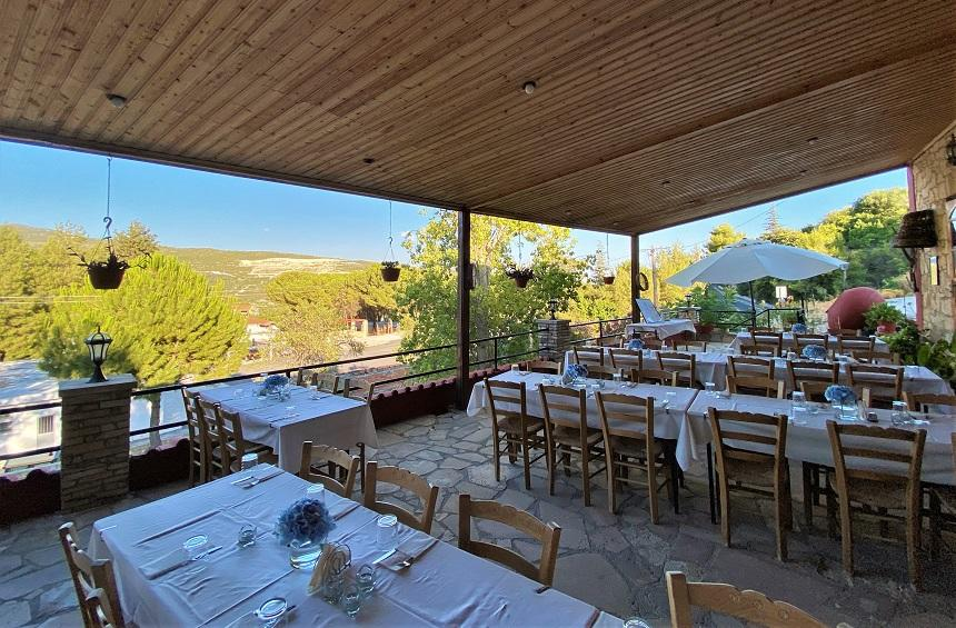 Ambelothea Tavern: Traditional food with a view of Omodos and its vineyards!