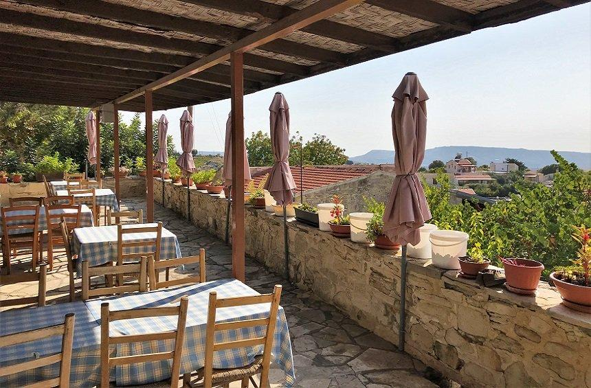 'Pyrgos' Tavern: A hangout with traditional dishes and a panoramic view of the village!