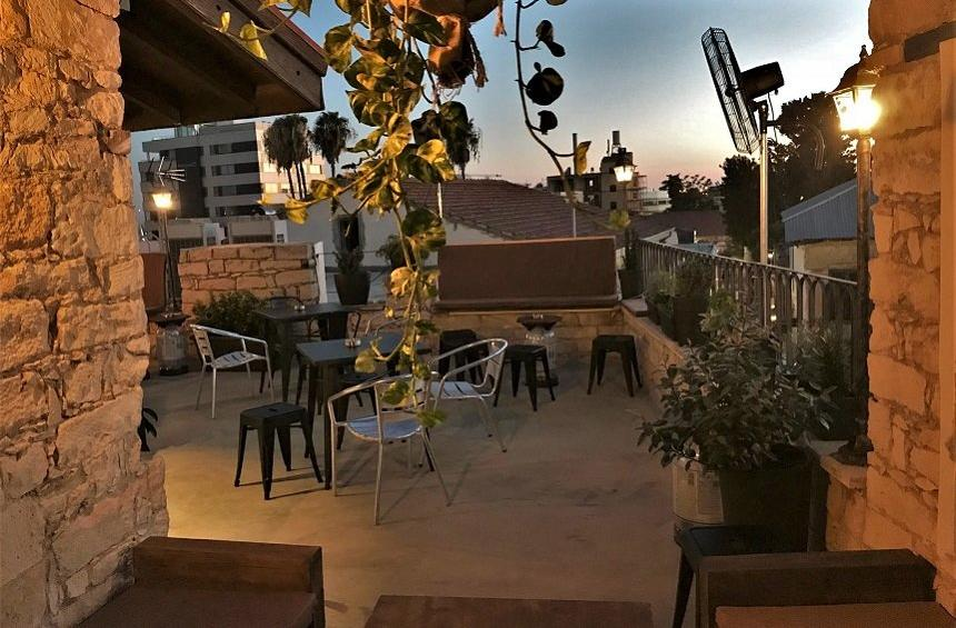 PHOTOS: A roof bar with burgers, beers and a stunning view of Limassol!
