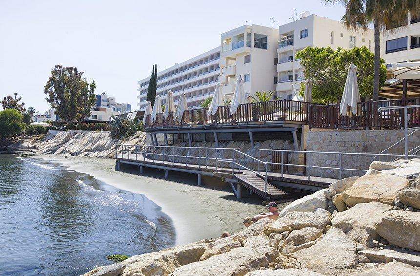 PHOTOS + VIDEO: A new, coastal pedestrian walkway is set to upgrade the image of the Limassol tourist area!