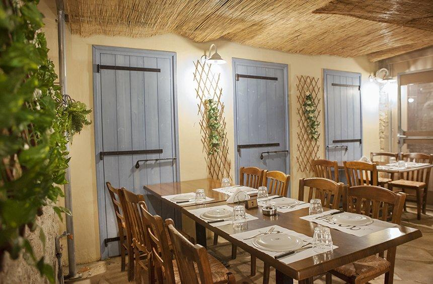 'Areti' tavern: The village house that became a tavern serving delicious dishes just like grandma's!