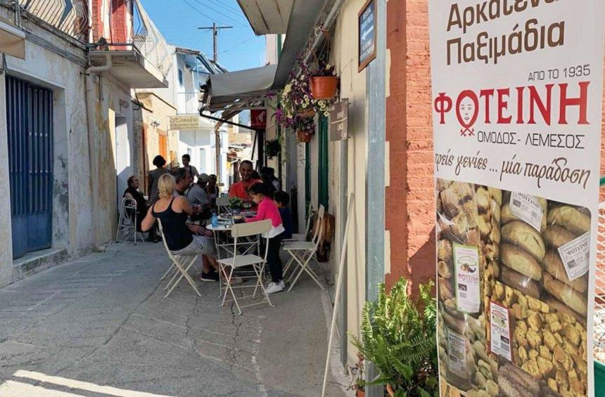 Fotini Arkatena: A space with tasty surprises and brunch with traditional Omodhos 'arkatena' bread!