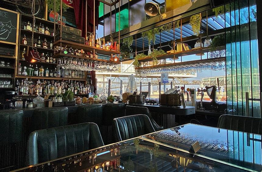 Bar Du Soleil: An all-day hangout for food and drinks in an impressive space!