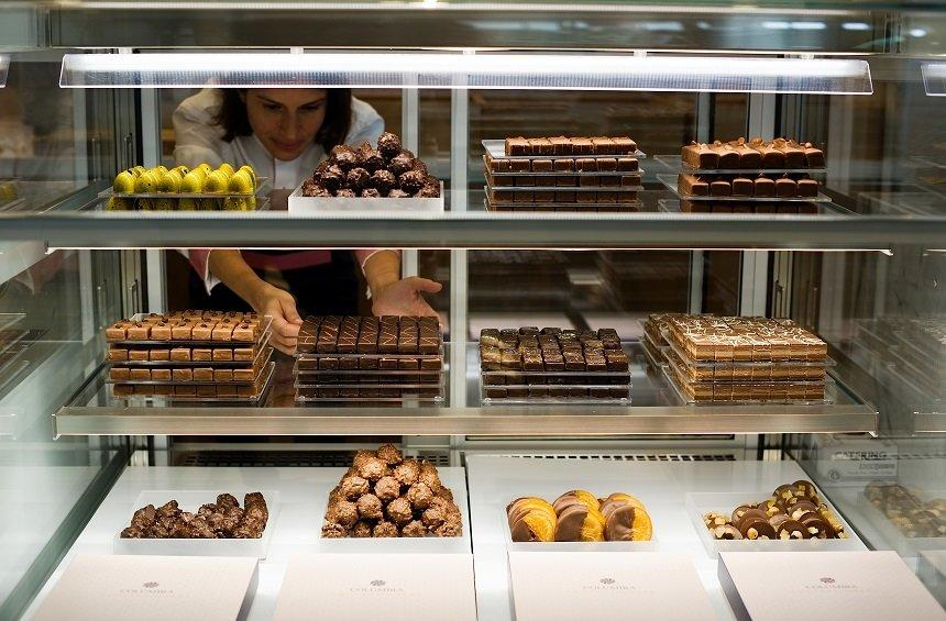 Columbia Confectionery: Delicious cakes and macarons in a new, elegant venue!