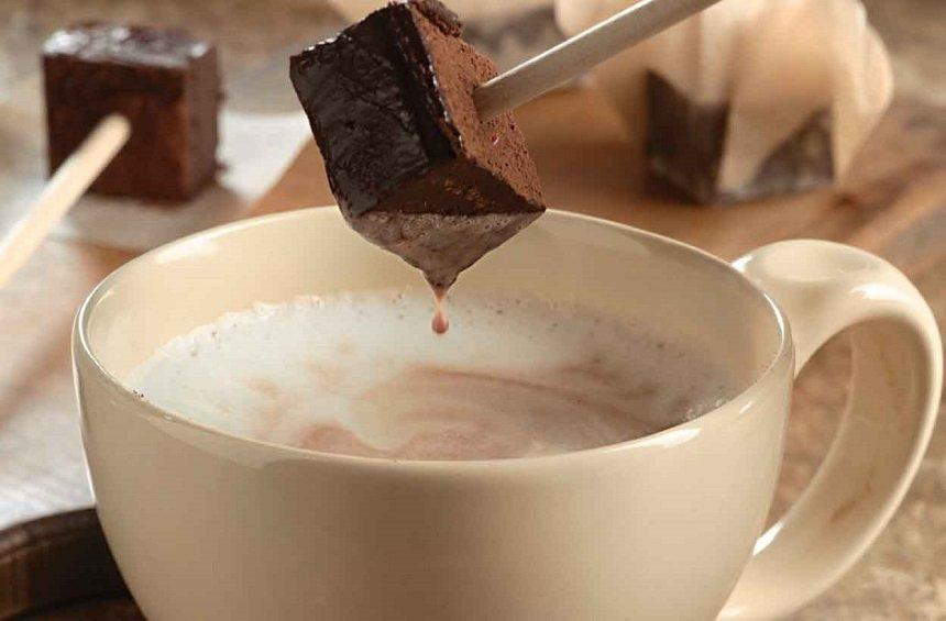 Chocolate Popsicle is the new trend in Limassol for making hot chocolate!