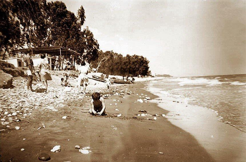 The popular Cyprus beach that would not have existed without the carriages of Limassol!