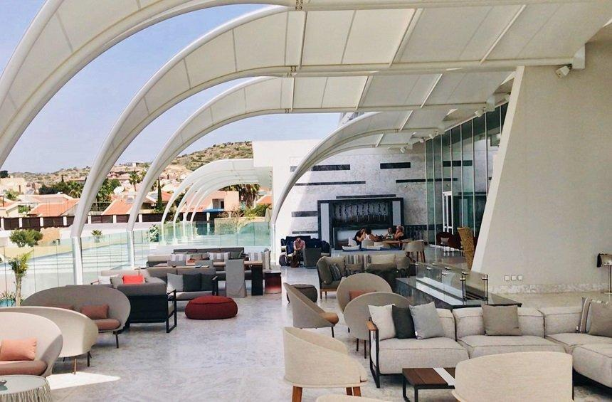The Gallery: A lounge bar with an impressive design and an enormous balcony!