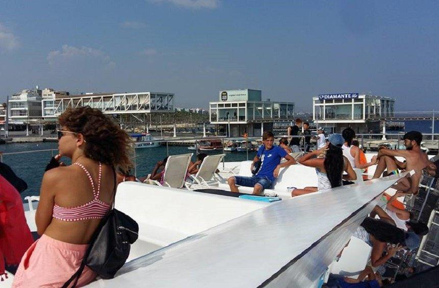 Mini catamaran cruises
