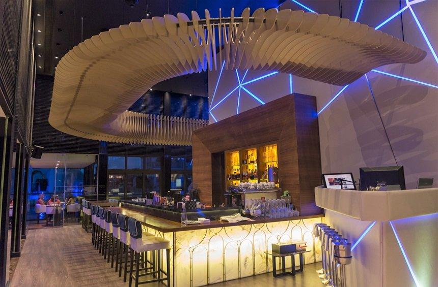 Marina Breeze: The lounge bar where you feel like floating on a boat!