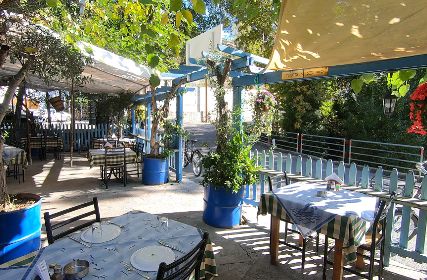 Neraida: A unique tavern in Limassol serving delicious dishes right by the river!