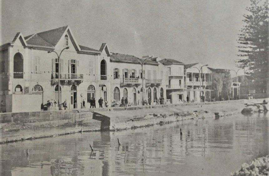 The seaside road in the beginning of the 20th century.