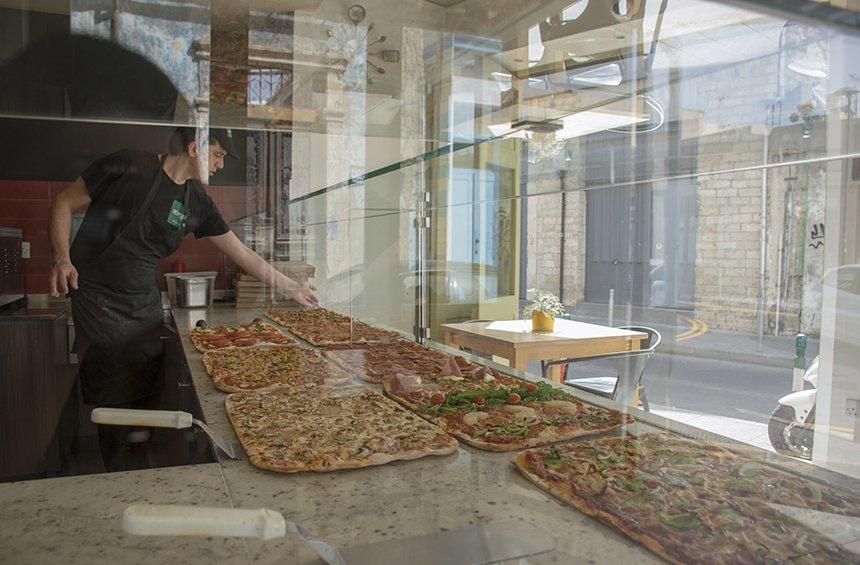 PHOTOS: This place in Limassol, makes and serves pizza per meter!