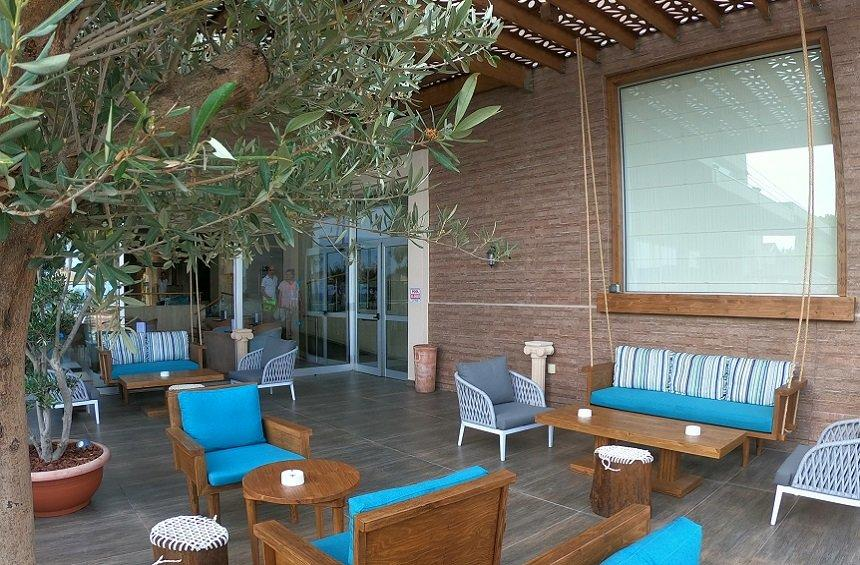 Trident Pool Bar: A cool retreat in Limassol for relaxing by the pool!