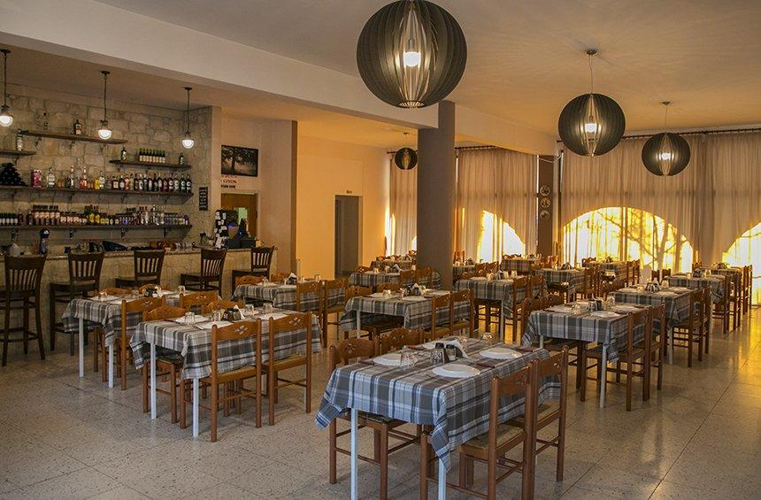 Strofi stin Geusi: A family-run tavern with 30 years of tradition in the Limassol mountains!