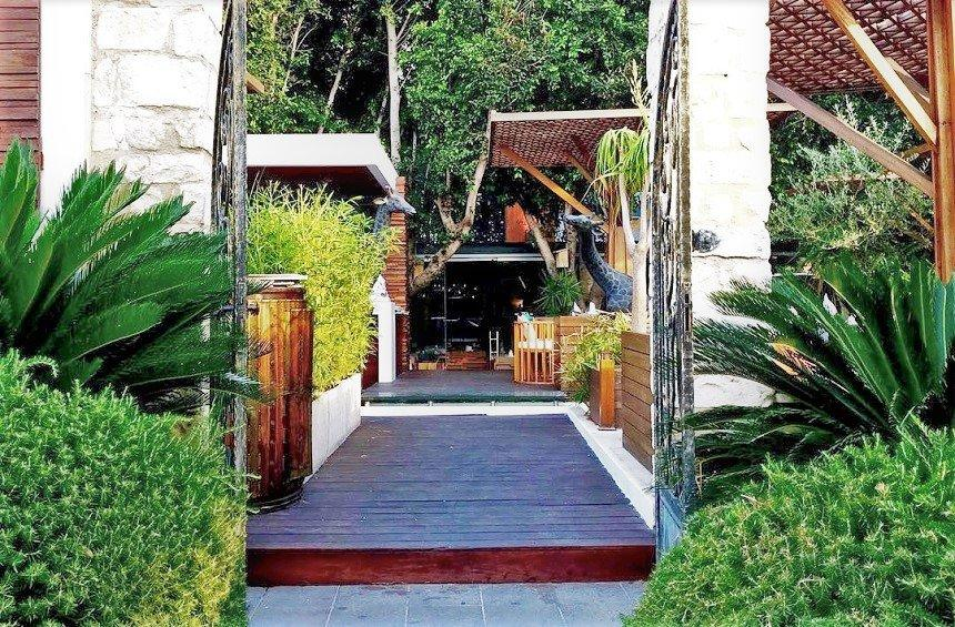 The Garden Restaurant: A surprise - garden in the Limassol city!