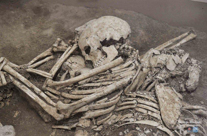 The bones of a family of 3 revealed in the remains of Curium!