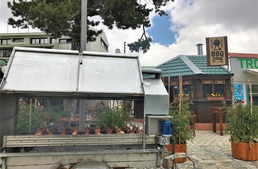 Troodos Hotel: Traditional barbecue in the mountains, in the heart of the pine forest!