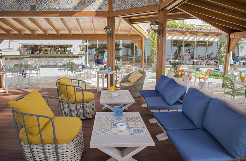 Wanax Bar: The ethnic-style beach bar that turned a Limassol beach into something straight out of Cuba!